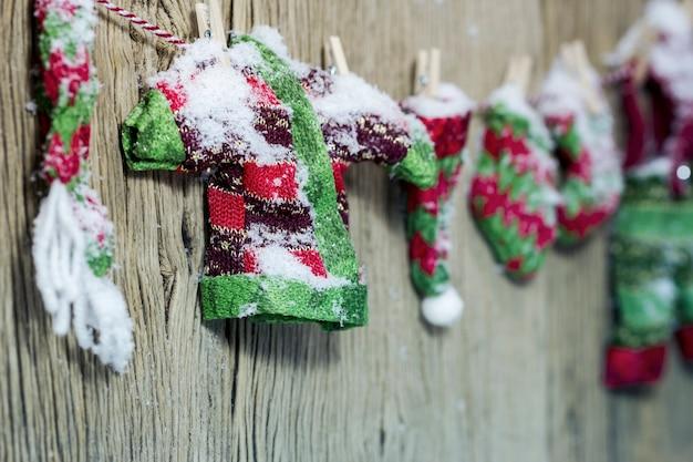 Trocknende kleidung der weihnachtsdekorationsluft im winter