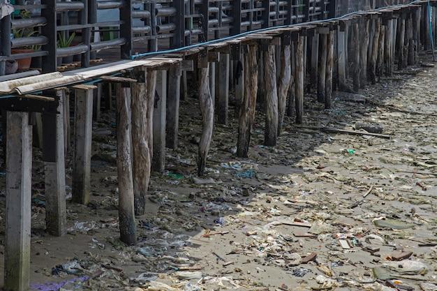 Trödel am strand am pier
