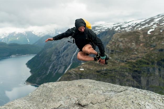 Trolltunga in norwegen ist fabelhafte schönheit