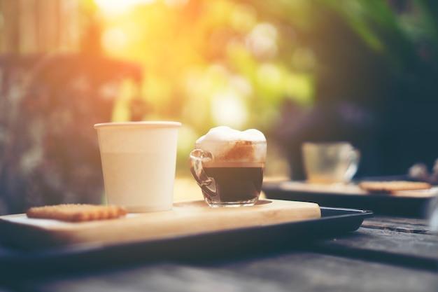 Tropfkaffee im café, weinlesefilterbild