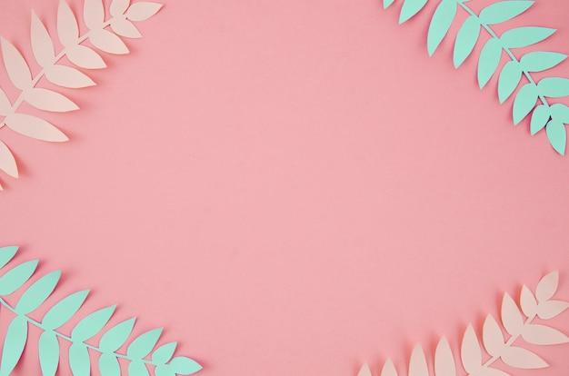 Tropische blätter im papierschnittartrosa und -blau
