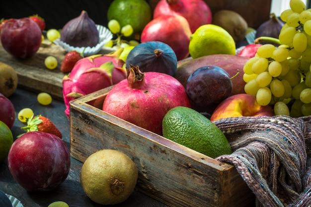Tropische früchte. schönes essen design.
