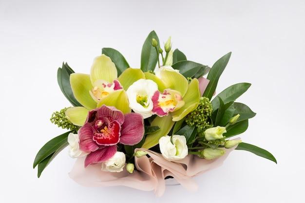 Tropische orchideenblumen, romantischer orchideenstrauß.
