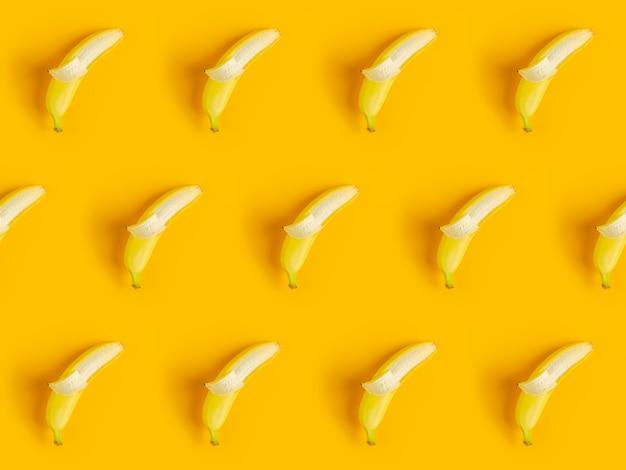 Tropischer abstrakter hintergrund. nahtloses muster mit bananen.