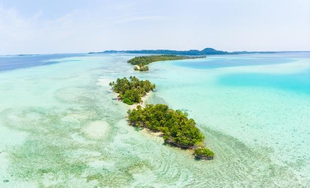 Tropischer archipel indonesien luftaufnahme-banyak-inseln sumatra