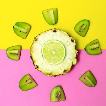 Tropischer mode-mix. ananas-kiwi-limette. obst konzeptkunst