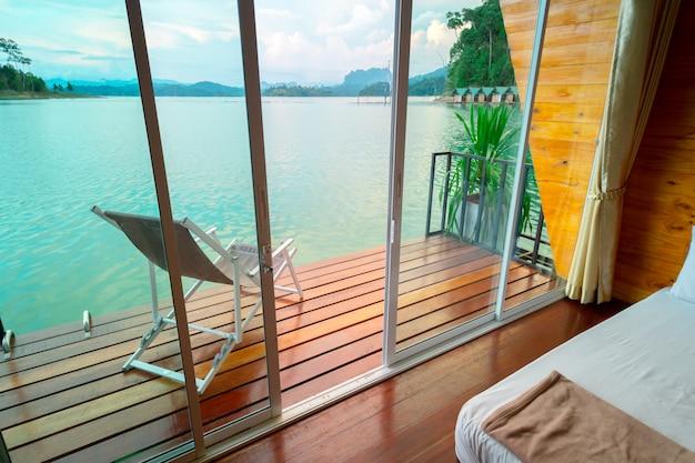 Tropischer schlafzimmerinnenraum