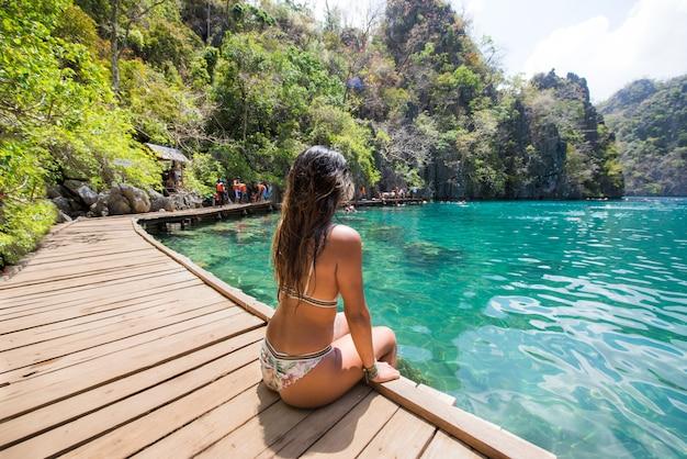 Tropischer strand in coron, philippinen