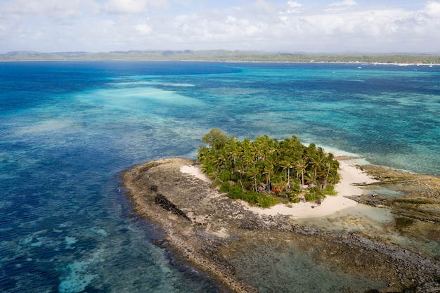 Tropischer strand in den philippinen, guyam island