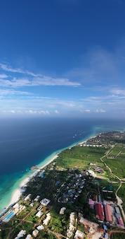 Tropisches meer. erstaunliche vogelperspektive in sansibar