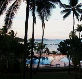 Tropisches schwimmbad heißen