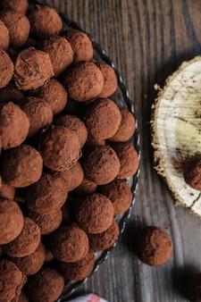 Trüffel mit kakaopulver