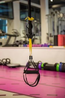 Trx-fitnessbänder für das arbeiten mit dem eigenen gewicht