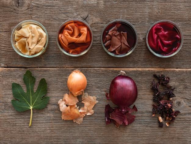 Tücher mit verschiedenen natürlichen pigmentanordnungen gefärbt