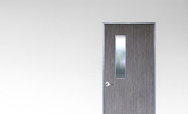 Tür in leerer wand