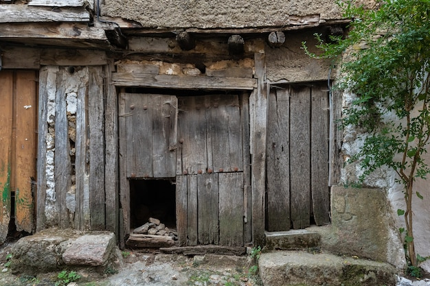 Türen im alten dorf la alberca salamanca spanien
