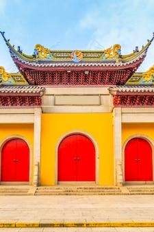 Türen und fenster von tempelgebäuden