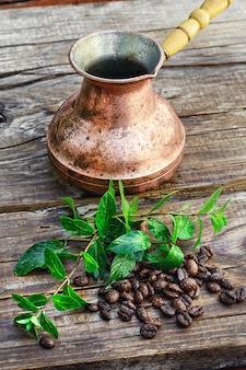 Türke und kaffeebohnen