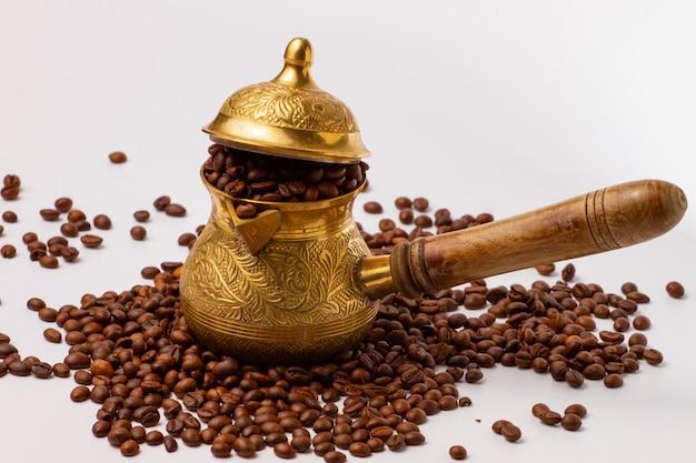 Türke zum brauen von kaffee und kaffeebohnen