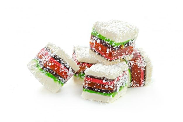 Türkische bonbons auf einem weiß