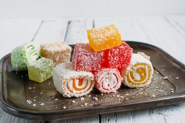 Türkische süßigkeiten und tee