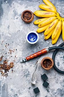 Türkische wasserpfeife mit bananengeschmack