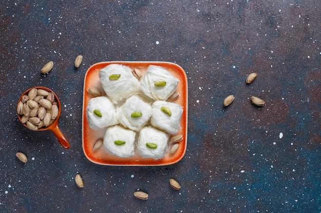 Türkische zahnseide halva pishmanie, zuckerwatte dessert.