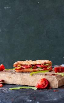 Türkischer döner, sucuk ekmek mit wurst