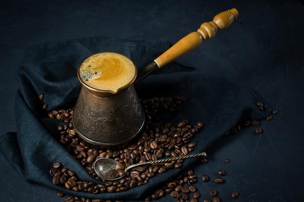 Türkischer kaffee in der türkei, kaffeebohnen.