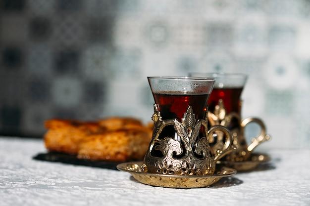 Türkischer tee und süßigkeiten