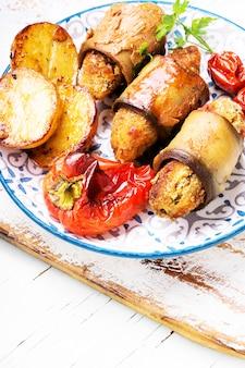 Türkischer teller des auberginenparmakkofts