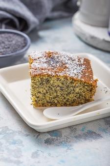 Türkisches dessert revani mit mohn. traditionelle süße. Premium Fotos