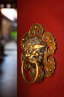 Türknauf des buddhistischen tempels