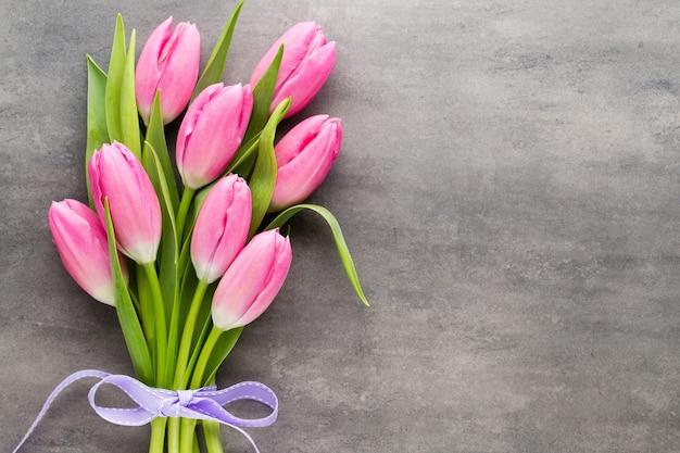 Tulpen rosa, auf dem grau