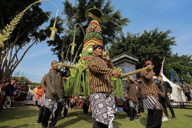 Tumpeng bei einem traditionellen indonesischen java-event