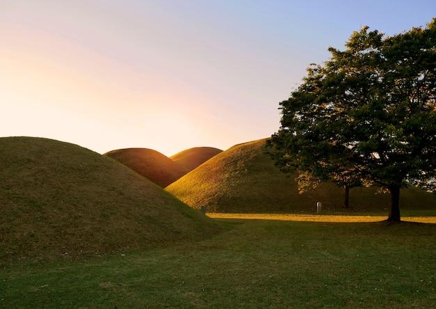 Tumuli park königliche gräber komplex