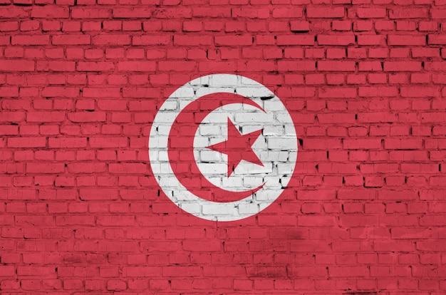 Tunesien-flagge wird auf eine alte backsteinmauer gemalt
