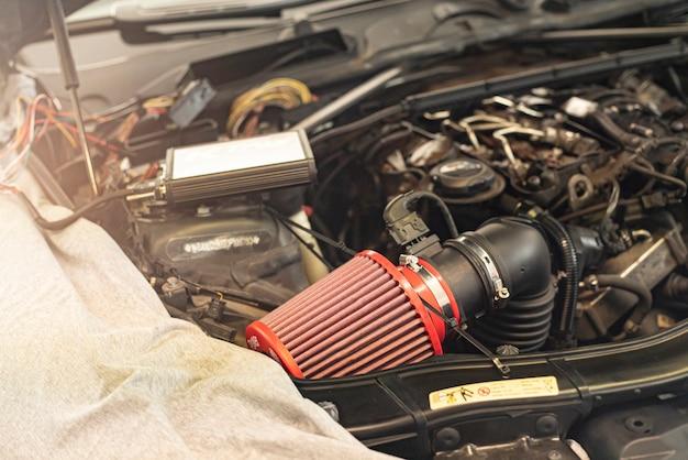 Tuning auto motor detail in der werkstatt