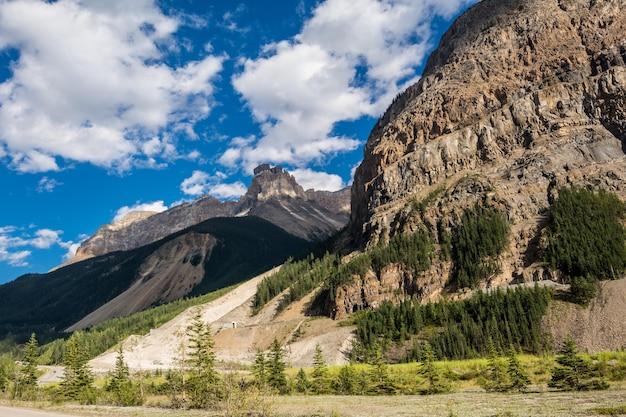 Tunnel in den bergen kanadas