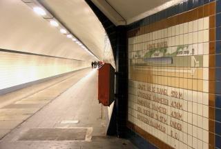 Tunnel-walking