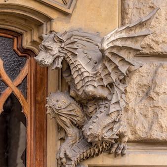 Turin, corso francia, casa dei draghi/palazzo della vittoria von gottardo gussoni (jugendstilhaus). drachendetail an der fassade.