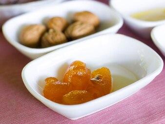 Türkisches Frühstück Orangenmarmelade in einer weißen Schüssel