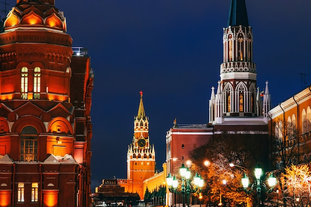Turm auf dem roten platz in moskau, russland im winter