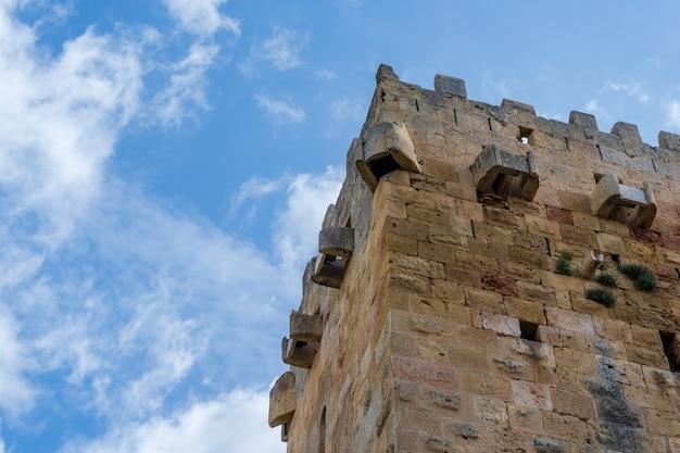 Turm der verteidigung einer römischen mauer