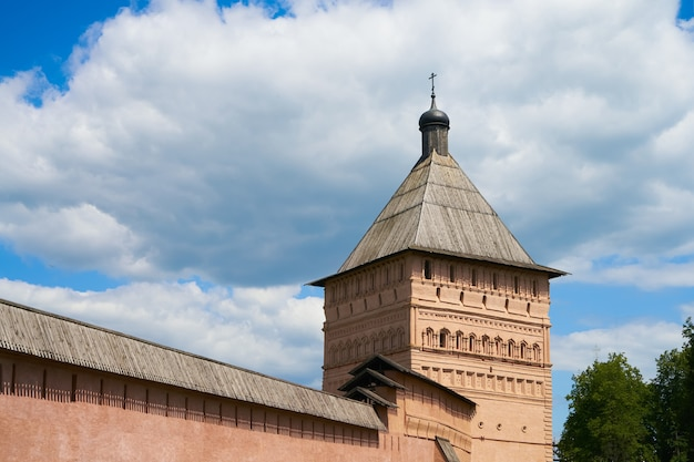 Turm des st. euthymius-klosters. goldener ring von russland, antike stadt susdal, region wladimir