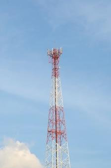 Turm zur ortung von antennen für kommunikationszwecke
