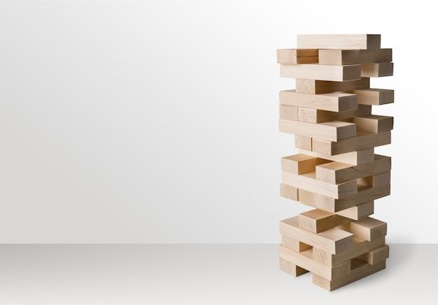 Turmbau aus holzklötzen