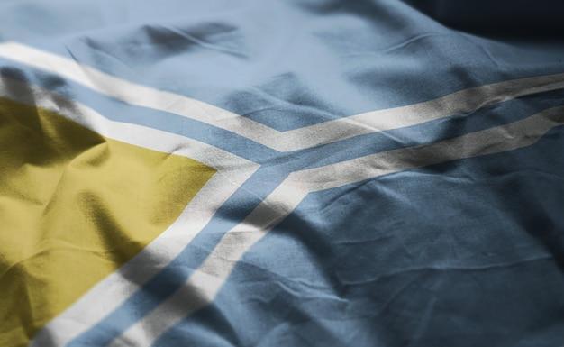 Tuwa-flagge zerknittert nah oben