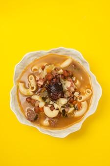 Typisch portugiesische suppe sopa a lavrador