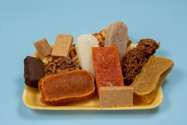 Typische brasilianische süßigkeiten, die auf den juni-partys gegessen werden